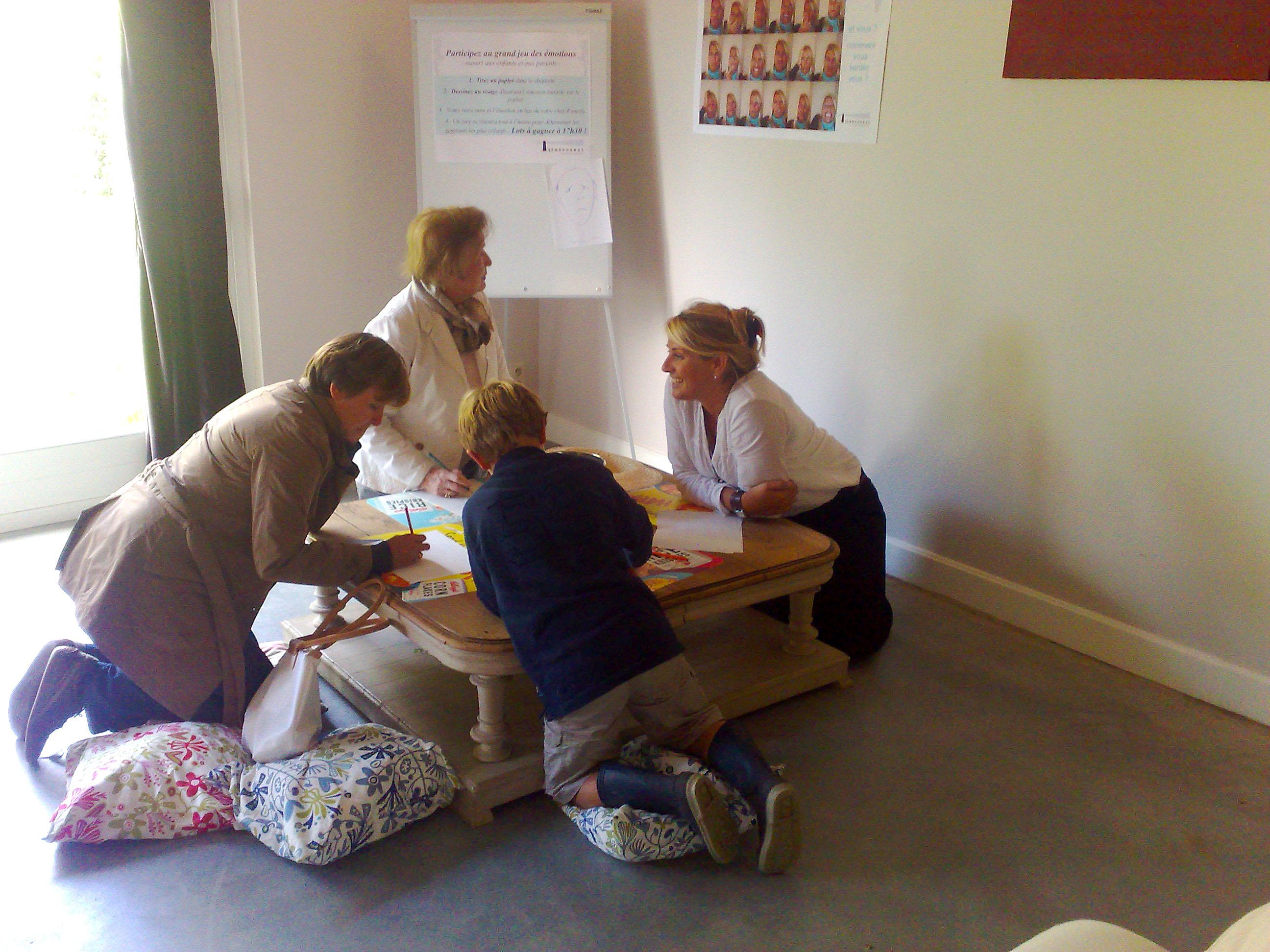 Les ateliers créatifs «faire son bilan de vie en collage, peinture à main et dans la bonne humeur» le mardi de 15H30 à 17H30