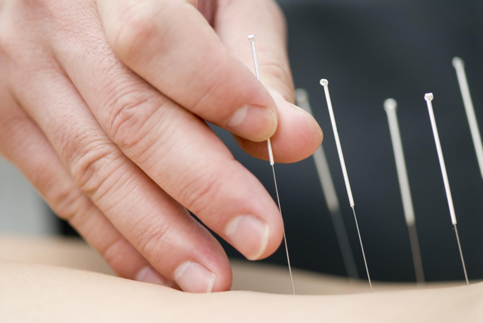 Pendant l'été, Marie-Laure Gruau reçoit en consultation chez Semaphorus Praticienne en énergétique traditionnelle chinoise : massage thérapeutique Tuina, acupuncture. Thérapie par le son avec les diapasons.
